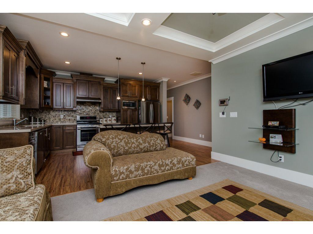 Photo 9: Photos: 45319 CRESCENT Drive in Chilliwack: Chilliwack W Young-Well House for sale : MLS®# R2221140