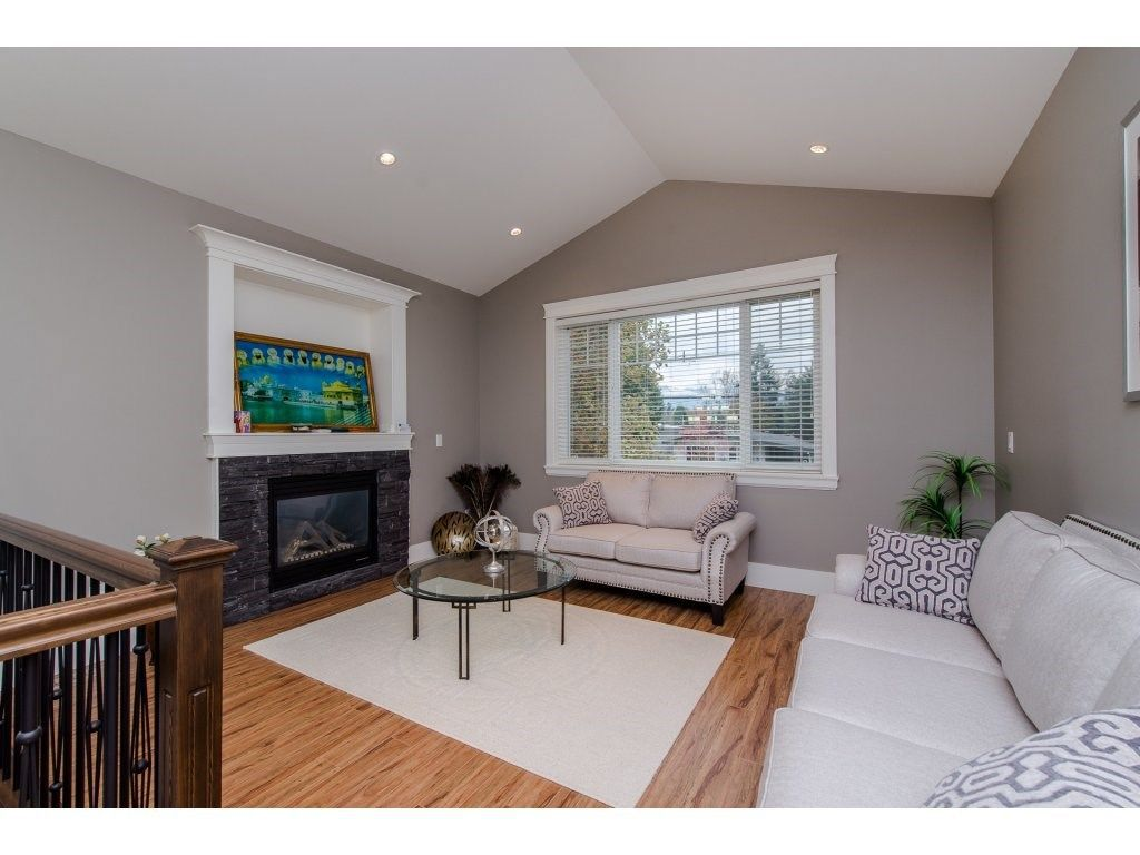 Photo 3: Photos: 45319 CRESCENT Drive in Chilliwack: Chilliwack W Young-Well House for sale : MLS®# R2221140