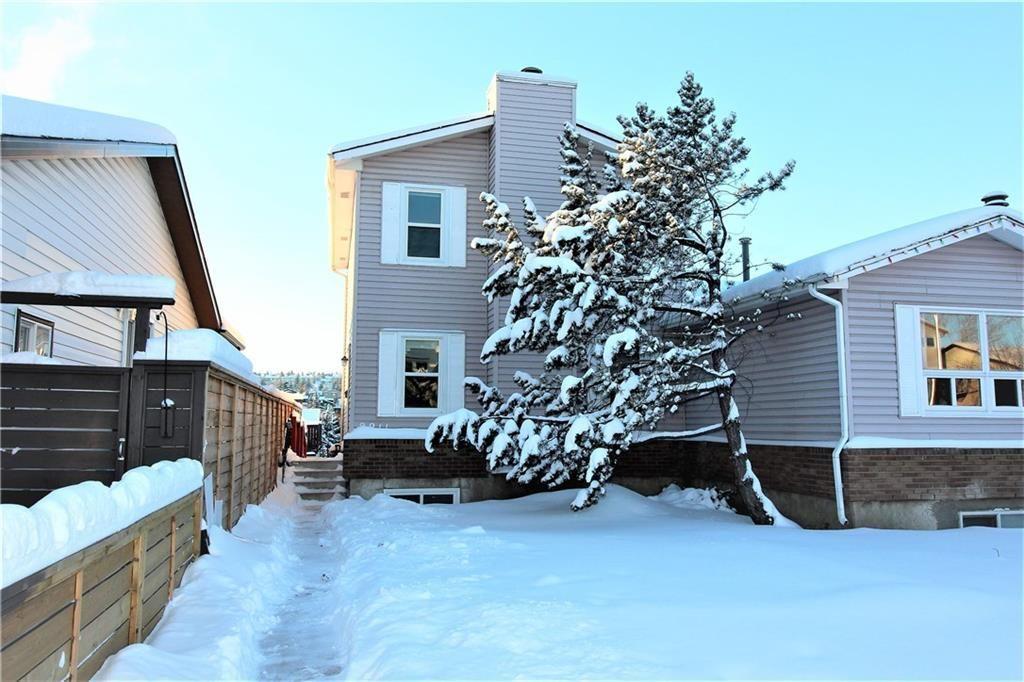 Main Photo: 3211 50 Street SW in Calgary: Glenbrook House for sale : MLS®# C4150202