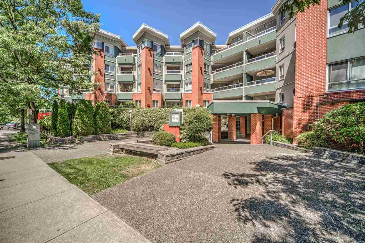 """Main Photo: 403 128 W 8TH Street in North Vancouver: Central Lonsdale Condo for sale in """"The Library"""" : MLS®# R2241470"""