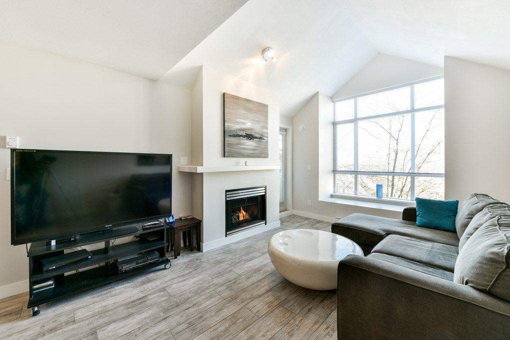 Main Photo: 406 6893 PRENTER Street in Burnaby: Highgate Condo for sale (Burnaby South)  : MLS®# R2340194
