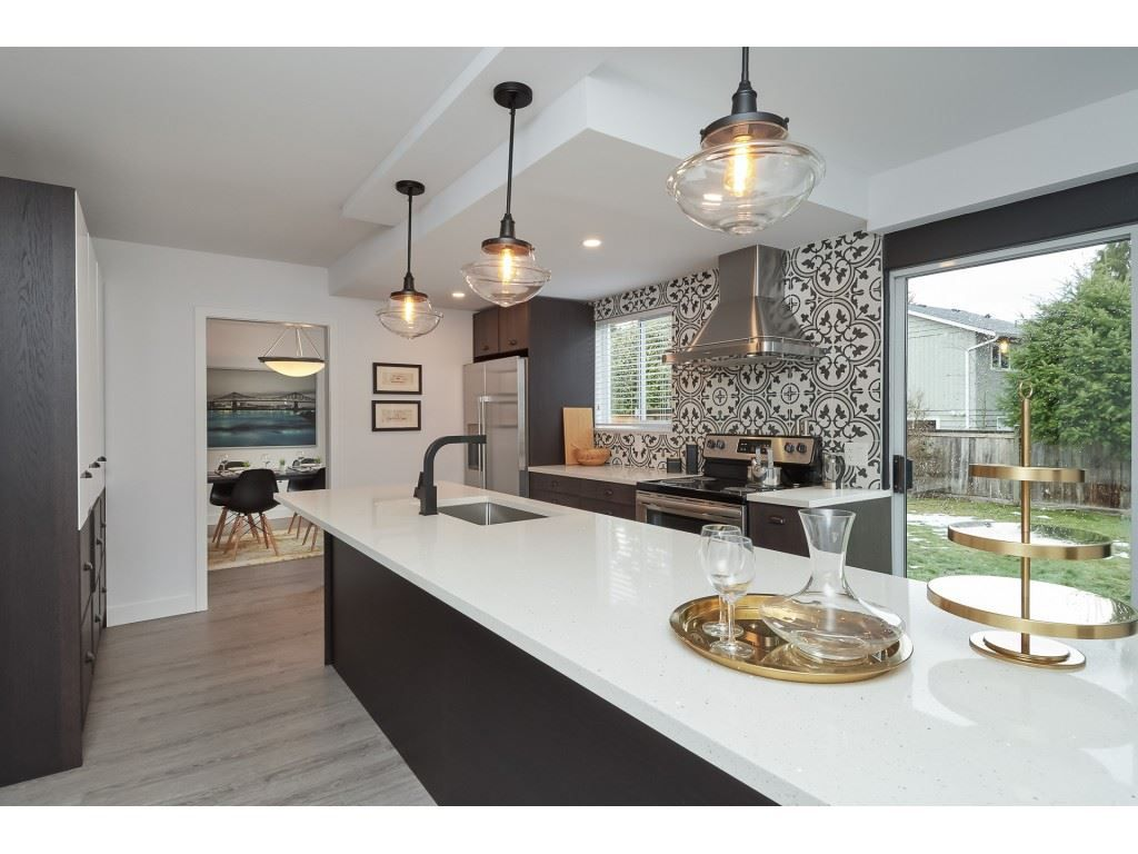 Main Photo: 1400 WINDSOR Crescent in Delta: Cliff Drive House for sale (Tsawwassen)  : MLS®# R2342521