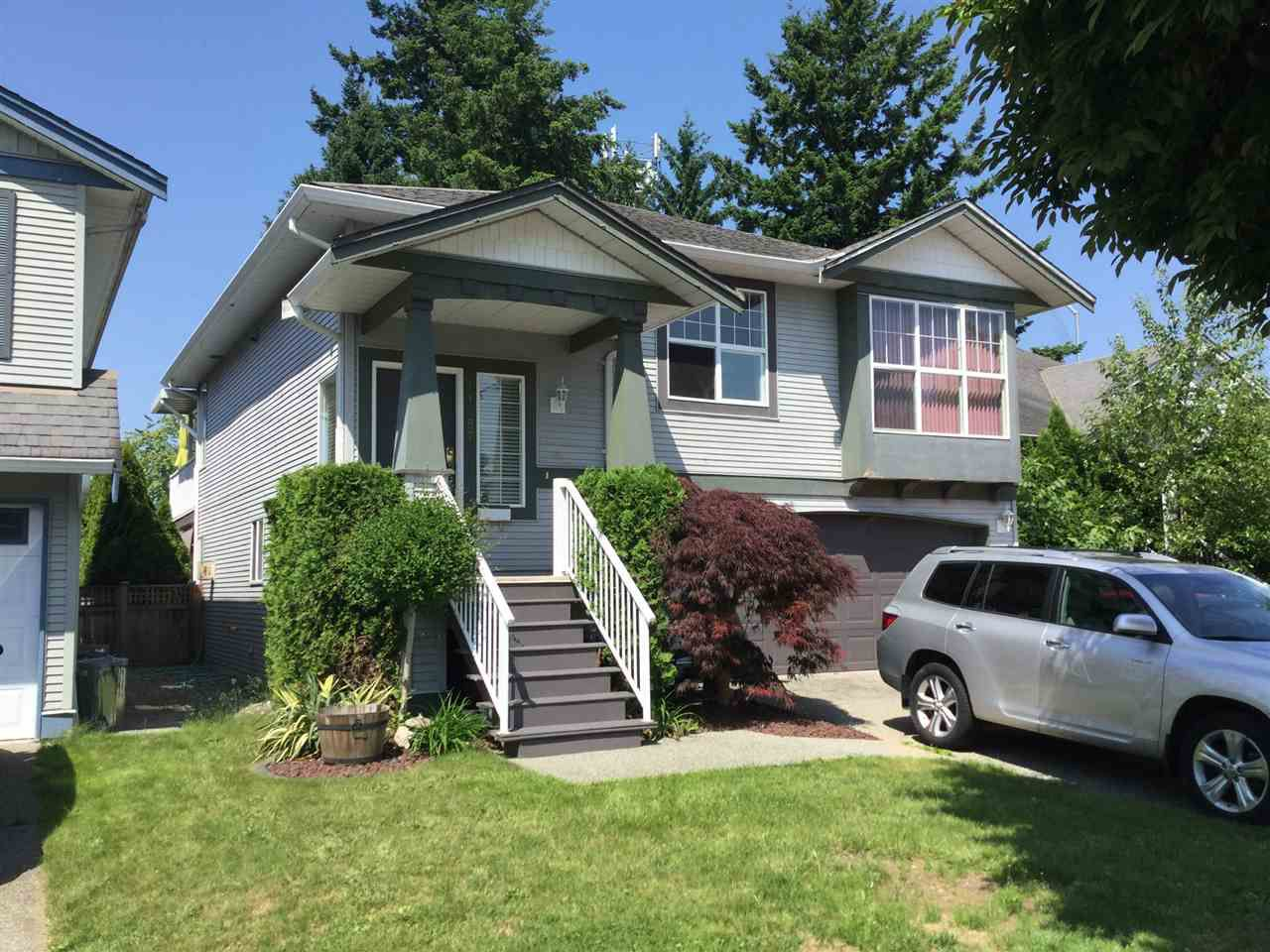 Main Photo: 11487 DARTFORD Street in Maple Ridge: Southwest Maple Ridge House for sale : MLS®# R2374877