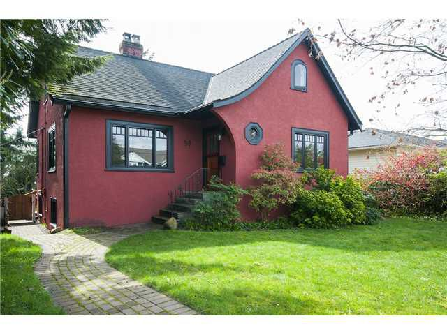 Main Photo: 365 E 14TH Street in North Vancouver: Central Lonsdale House for sale : MLS®# V1113050