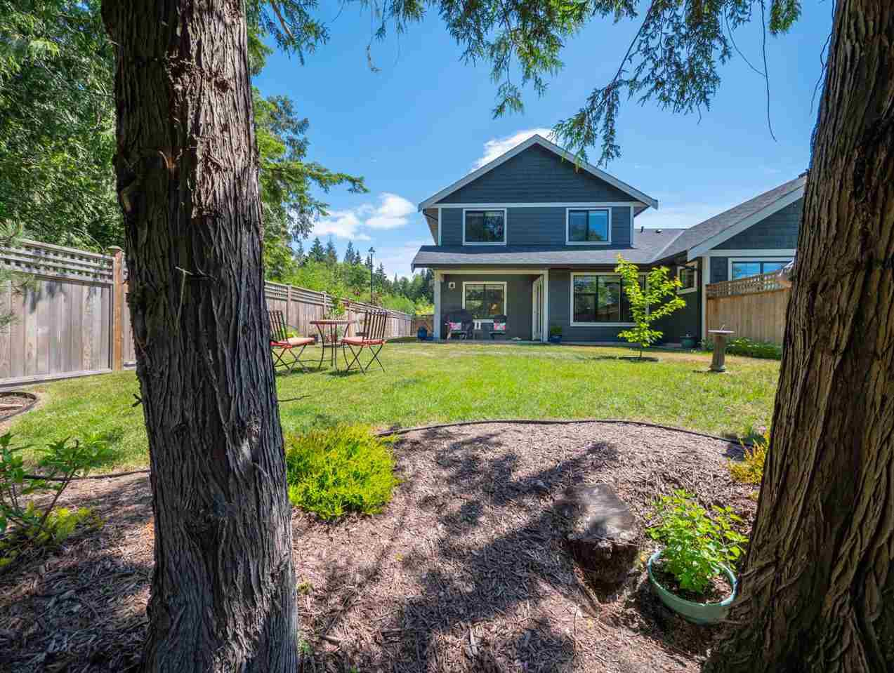 Main Photo: 803 GERUSSI Lane in Gibsons: Gibsons & Area House 1/2 Duplex for sale (Sunshine Coast)  : MLS®# R2273897