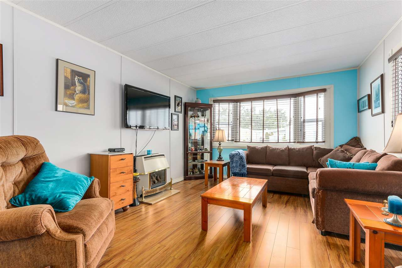 """Main Photo: 11 31313 LIVINGSTONE Avenue in Abbotsford: Abbotsford West Manufactured Home for sale in """"Paradise"""" : MLS®# R2341649"""