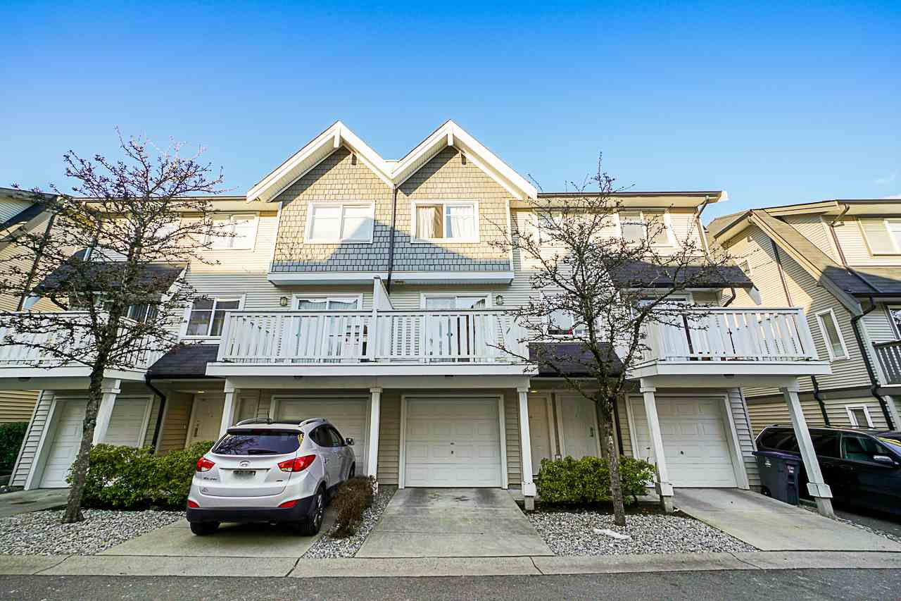 "Main Photo: 31 15871 85 Avenue in Surrey: Fleetwood Tynehead Townhouse for sale in ""Huckleberry"" : MLS®# R2345840"