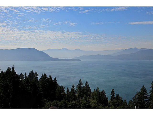 """Main Photo: 8681 SEASCAPE Drive in West Vancouver: Howe Sound Townhouse for sale in """"CAULFIELD PLAN"""" : MLS®# V1103023"""