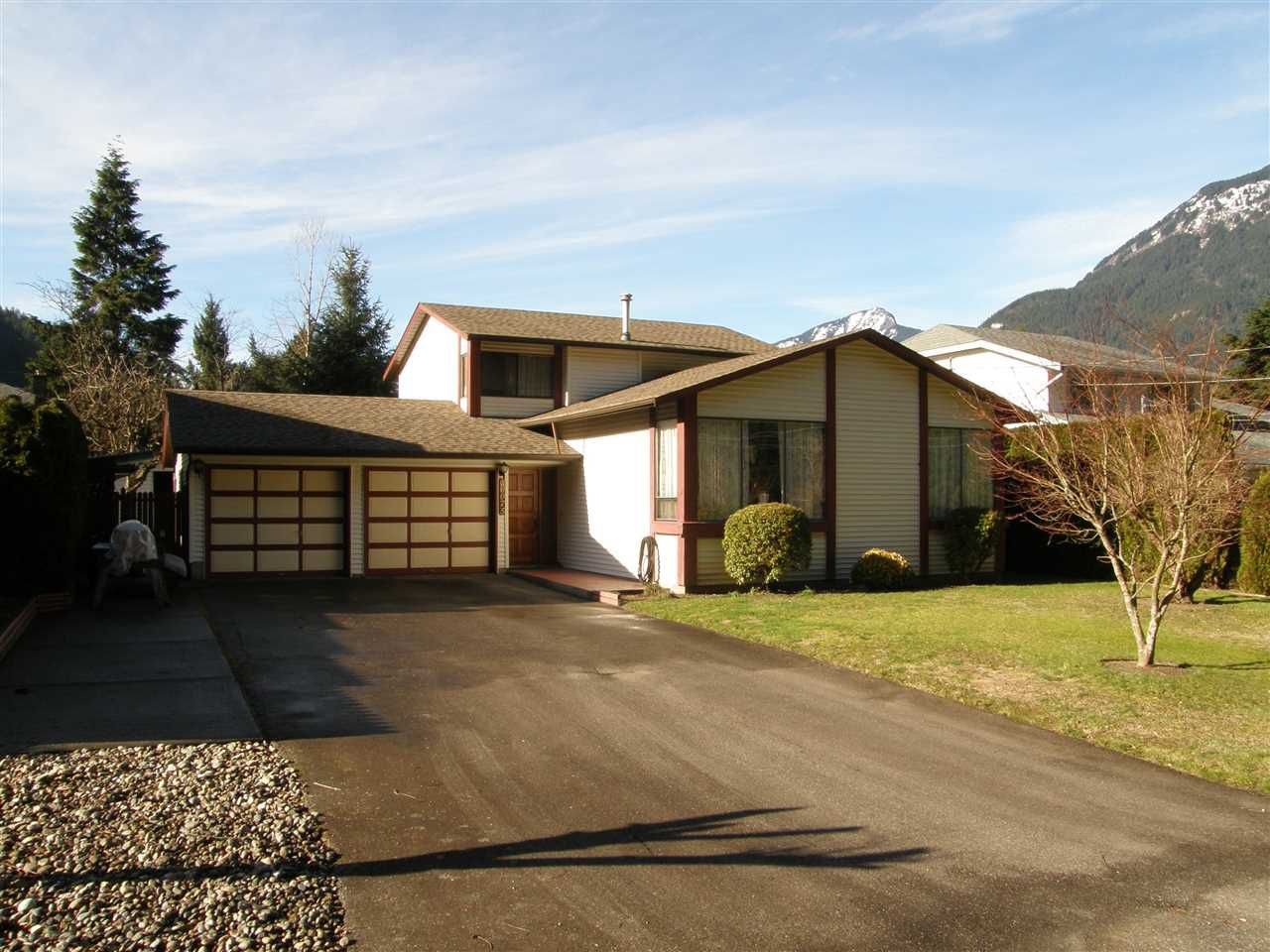 Main Photo: 20075 CYPRESS Street in Hope: Hope Silver Creek House for sale : MLS®# R2034293