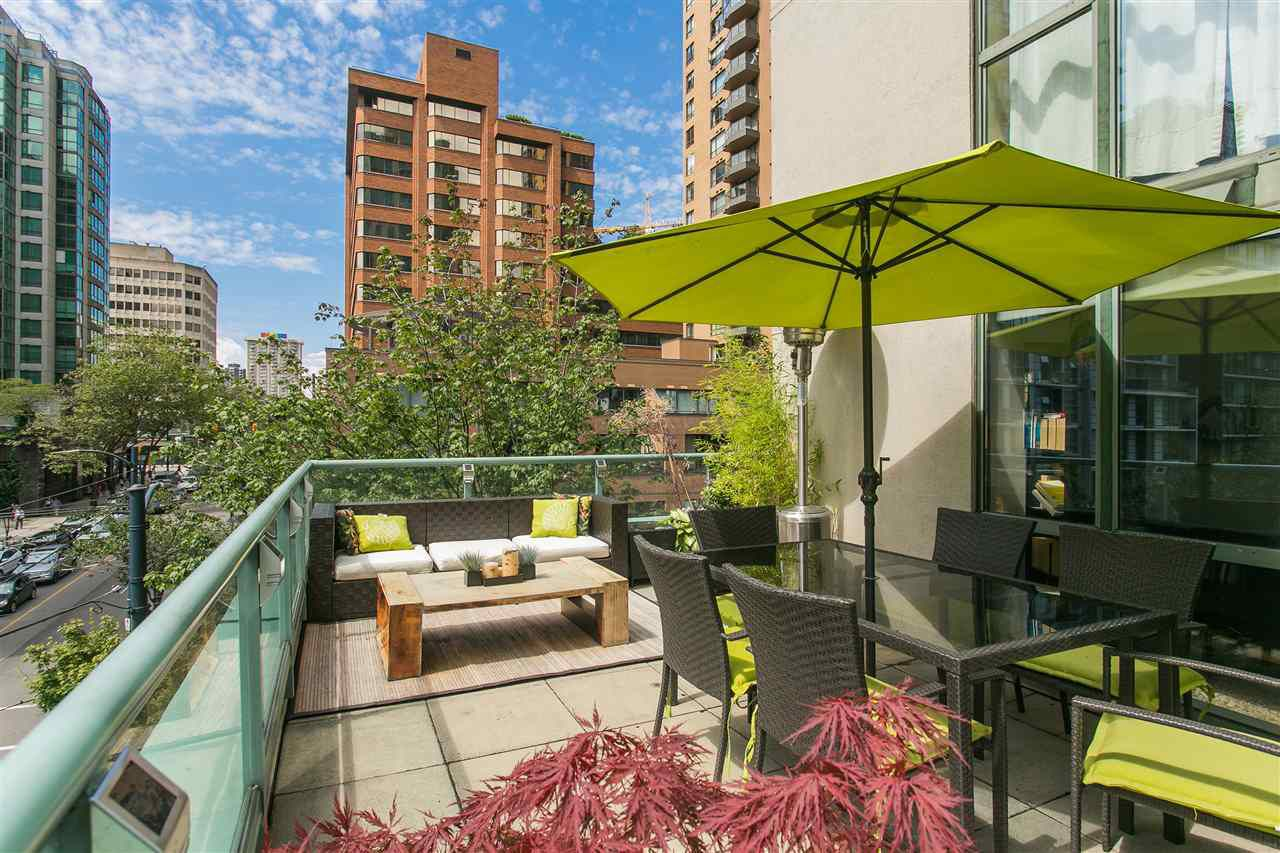 """Main Photo: 302 1188 HOWE Street in Vancouver: Downtown VW Condo for sale in """"1188 HOWE"""" (Vancouver West)  : MLS®# R2093004"""
