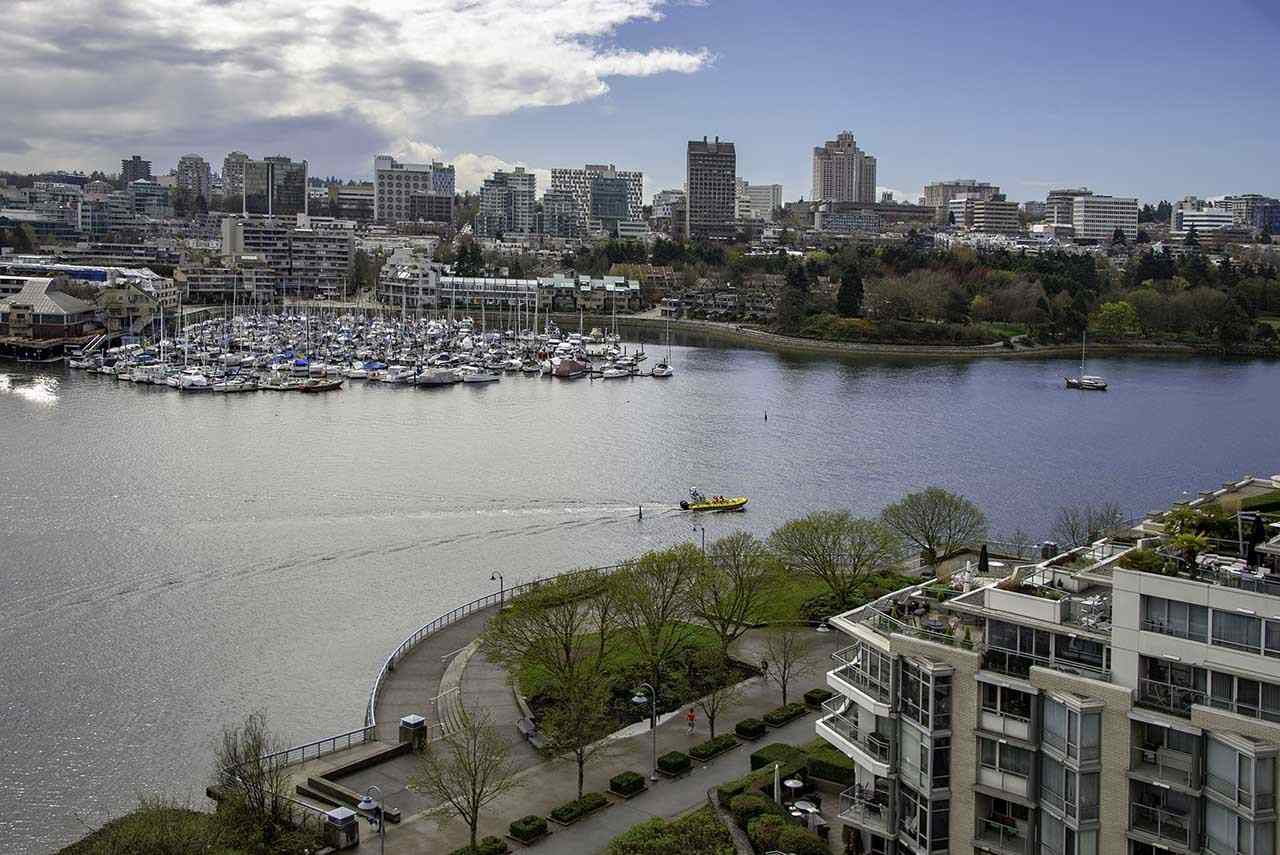 Main Photo: 1502 1228 MARINASIDE CRESCENT in Vancouver: Yaletown Condo for sale (Vancouver West)  : MLS®# R2255871