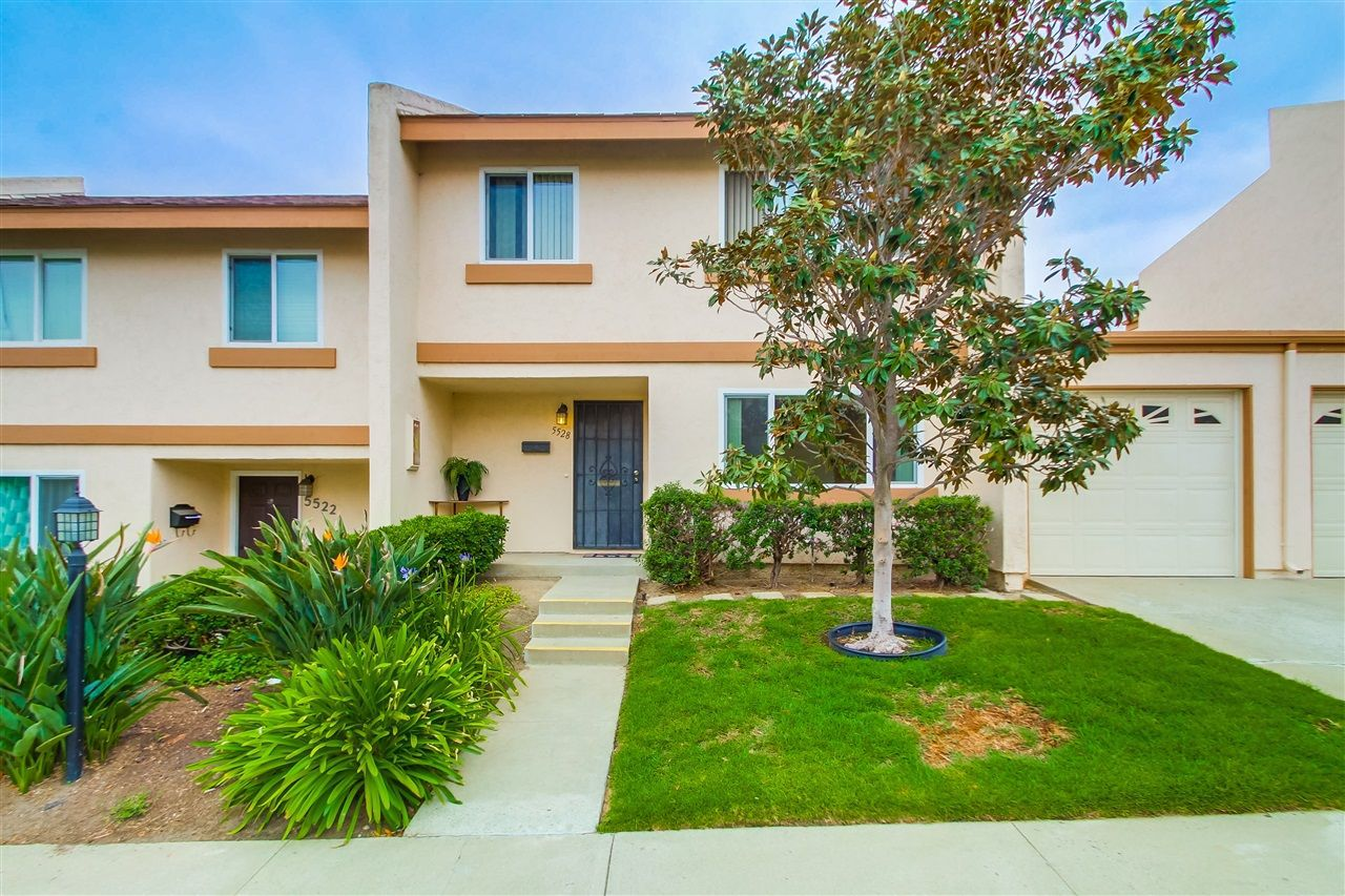 Main Photo: CLAIREMONT Townhome for sale : 3 bedrooms : 5528 Caminito Katerina in San Diego
