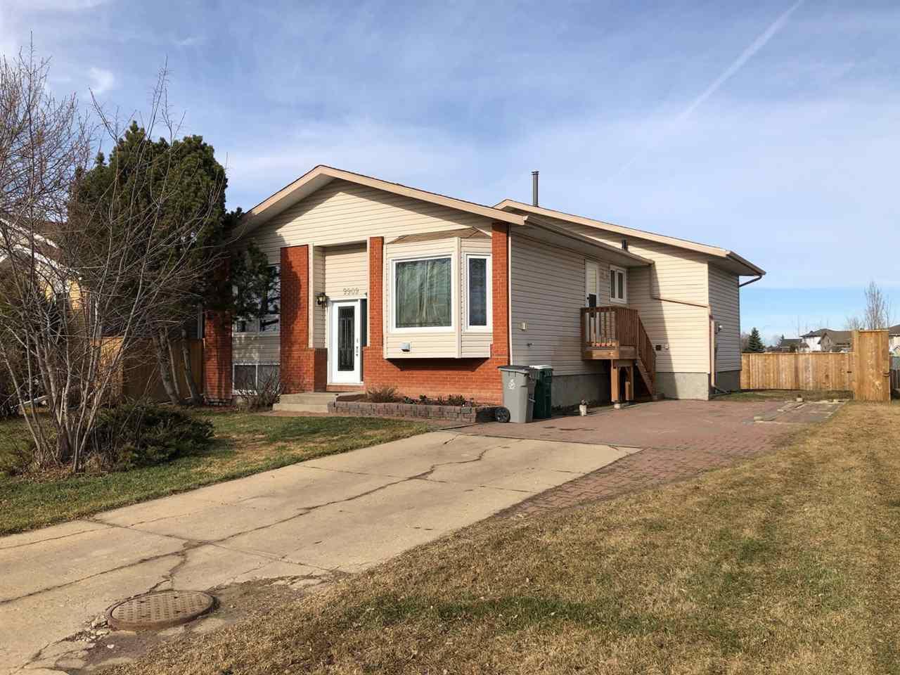 Main Photo: 9909 90 Street: Morinville House for sale : MLS®# E4151714