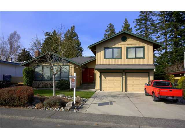 """Main Photo: 5195 1A Avenue in Tsawwassen: Pebble Hill House for sale in """"PEBBLE HILL"""" : MLS®# V877416"""