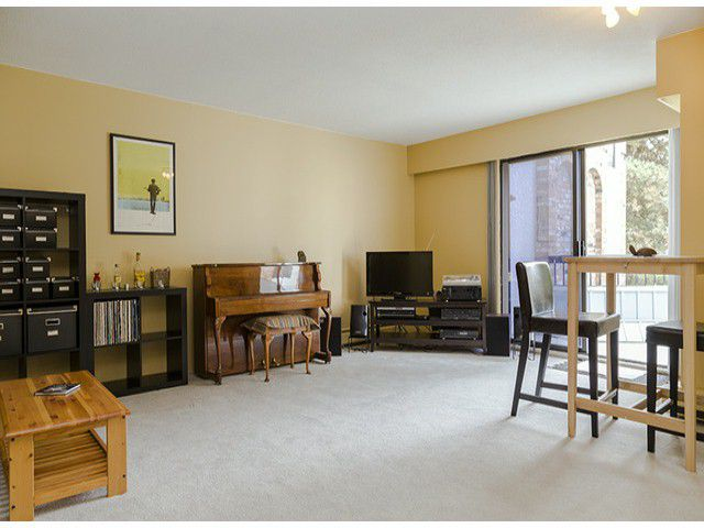 """Main Photo: 204 1544 FIR Street: White Rock Condo for sale in """"JUNIPER ARMS"""" (South Surrey White Rock)  : MLS®# F1412897"""