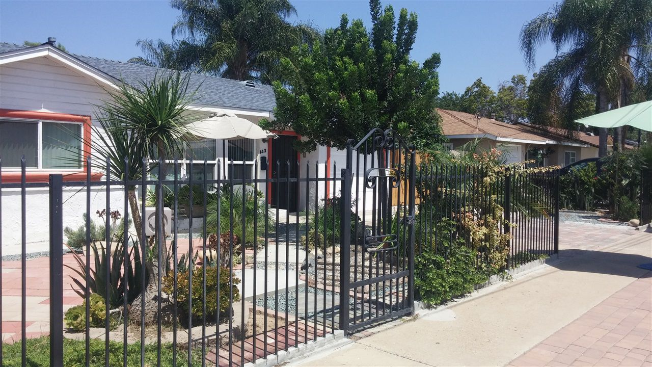 Main Photo: SOUTHWEST ESCONDIDO House for sale : 3 bedrooms : 442 Adams Ave in Escondido