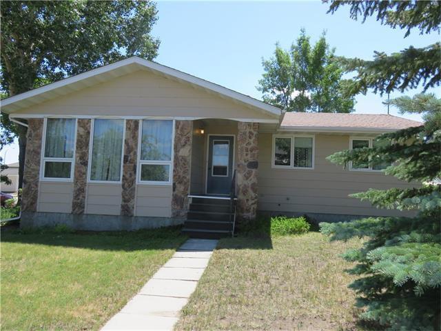 Main Photo: 203 Aspen Place: Vulcan House for sale : MLS®# C4042780