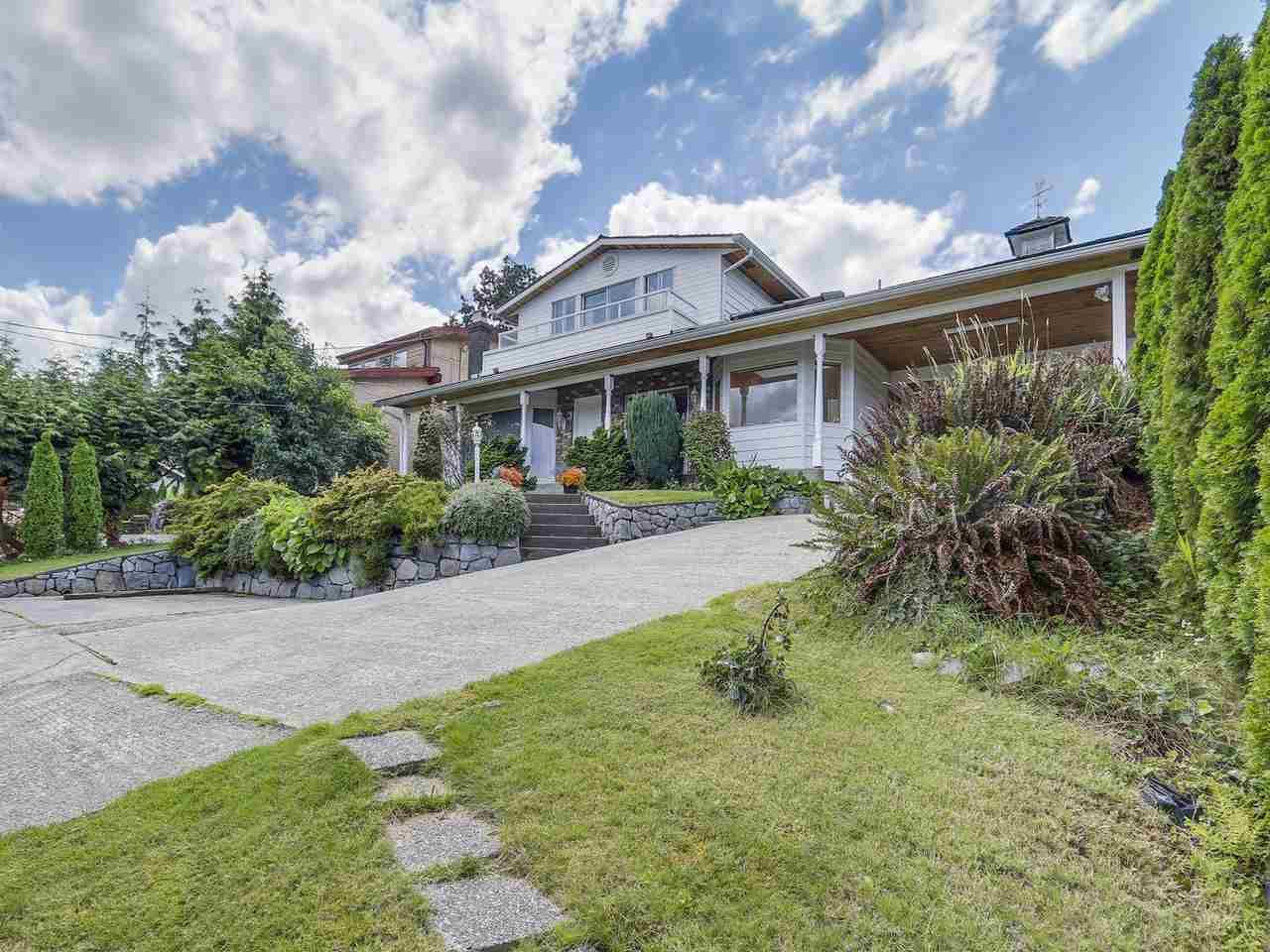 Main Photo: 677 N DOLLARTON Highway in North Vancouver: Dollarton House for sale : MLS®# R2092684