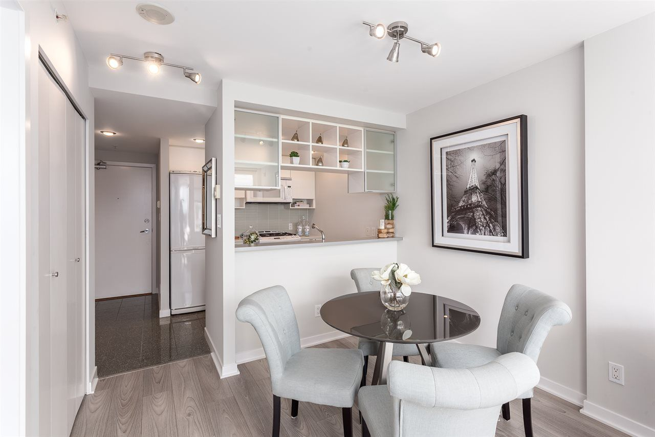 """Main Photo: 2003 939 EXPO Boulevard in Vancouver: Yaletown Condo for sale in """"THE MAX"""" (Vancouver West)  : MLS®# R2102471"""