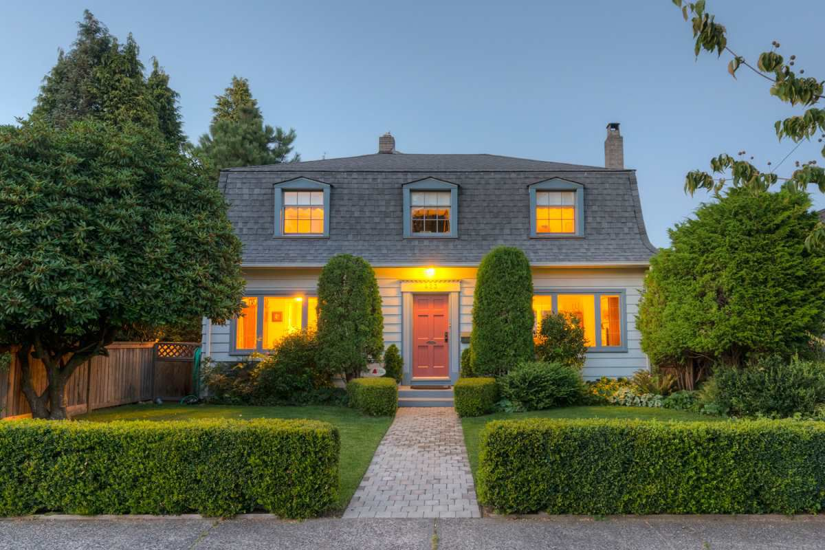 """Main Photo: 423 FOURTH Street in New Westminster: Queens Park House for sale in """"QUEENS PARK"""" : MLS®# R2116545"""