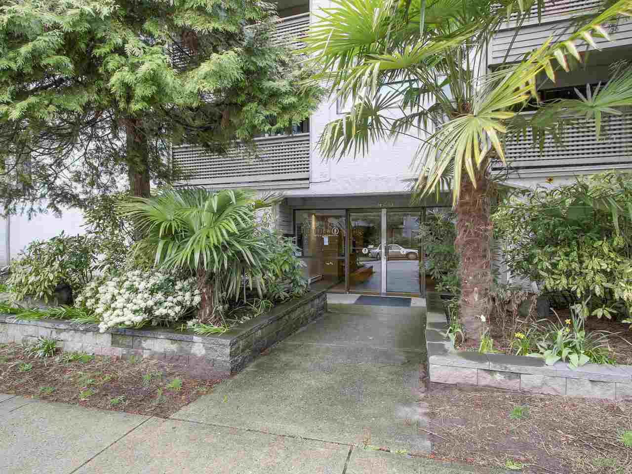 Main Photo: 107 423 AGNES STREET in New Westminster: Downtown NW Condo for sale : MLS®# R2154781