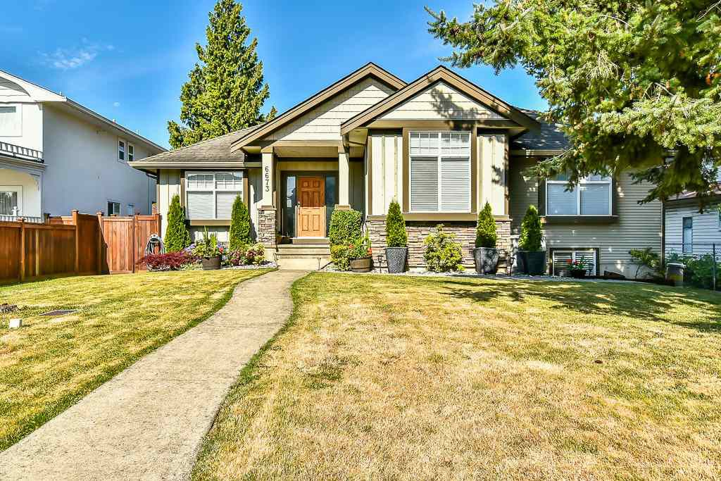 Main Photo: 6673 184 STREET in : Cloverdale BC House for sale : MLS®# R2180720
