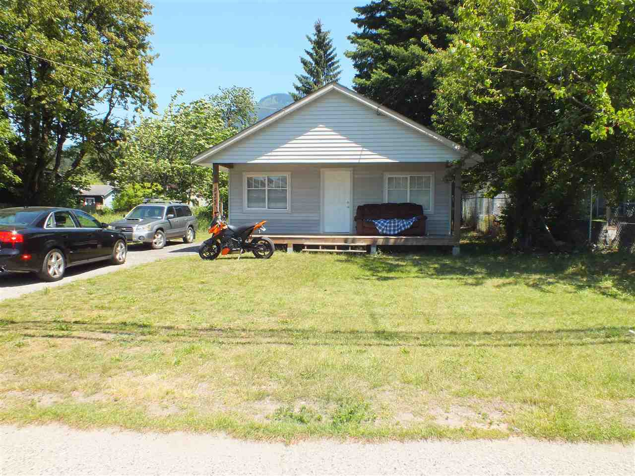 Main Photo: 933 6TH Avenue in Hope: Hope Center House for sale : MLS®# R2281075