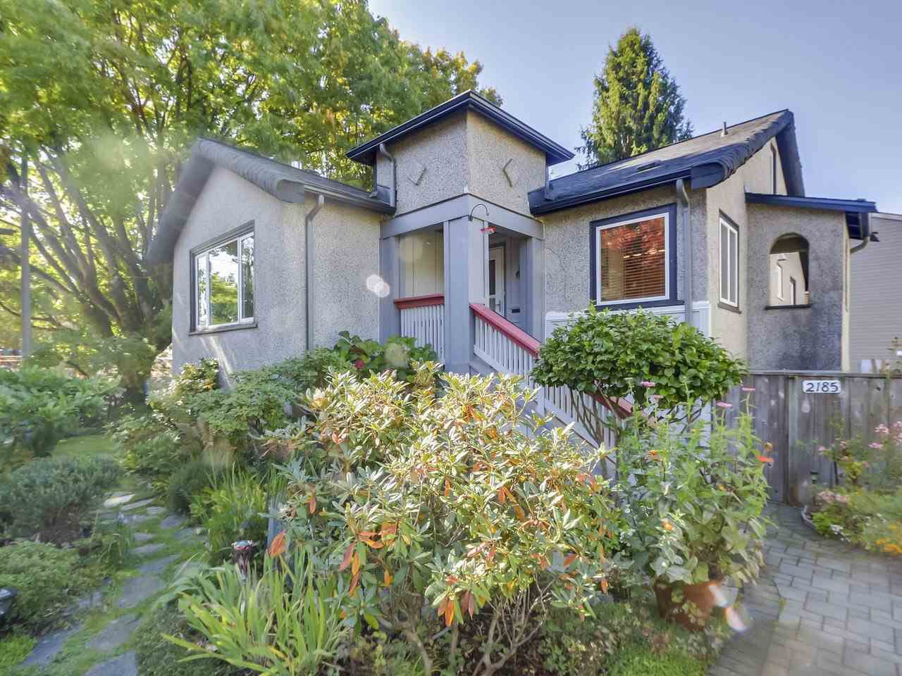 "Main Photo: 2185 COLLINGWOOD Street in Vancouver: Kitsilano House for sale in ""Kitsilano"" (Vancouver West)  : MLS®# R2311078"