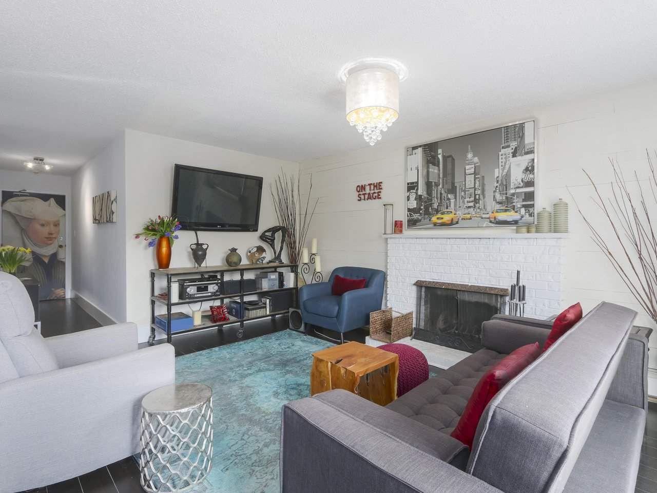 "Main Photo: 404 466 E EIGHTH Avenue in New Westminster: Sapperton Condo for sale in ""PARK VILLA"" : MLS®# R2385539"