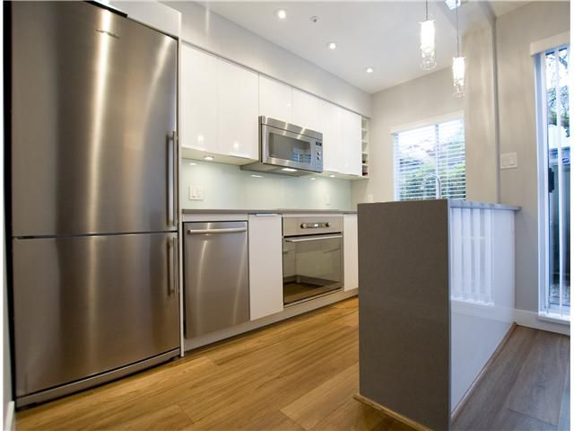 Main Photo: 3071 WILLOW Street in Vancouver: Fairview VW Townhouse for sale (Vancouver West)  : MLS®# V895118
