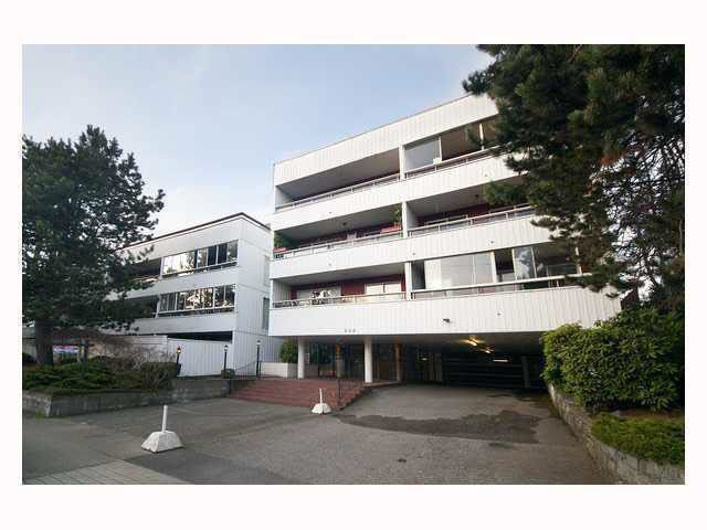 """Main Photo: 102 250 W 1ST Street in North Vancouver: Lower Lonsdale Condo for sale in """"CHINOOK HOUSE"""" : MLS®# R2032187"""