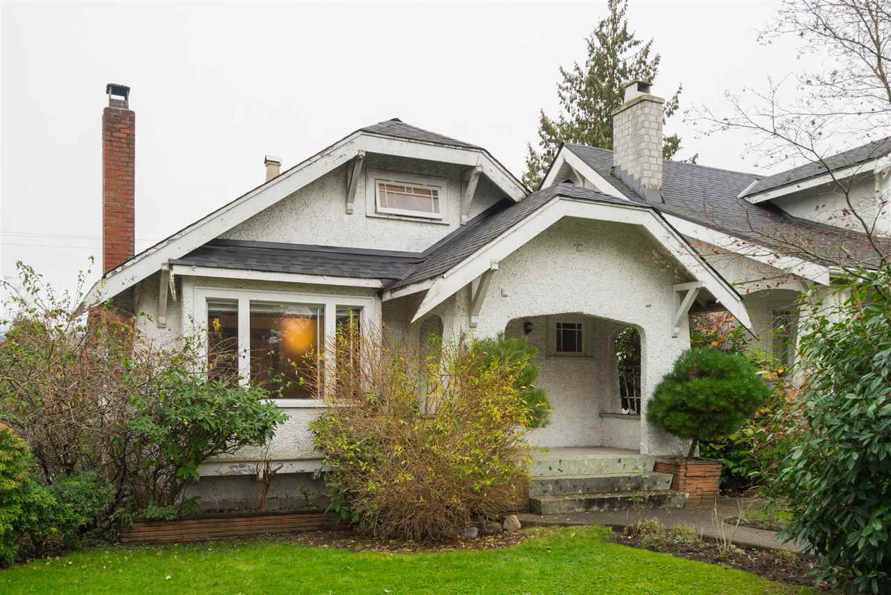"Main Photo: 2063 NAPIER Street in Vancouver: Grandview VE House for sale in ""Commercial Drive"" (Vancouver East)  : MLS®# R2124487"