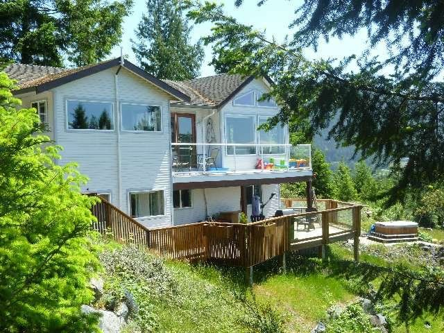 """Photo 2: Photos: 4844 HOTEL LAKE Road in Pender Harbour: Pender Harbour Egmont House for sale in """"GARDEN BAY"""" (Sunshine Coast)  : MLS®# R2154492"""