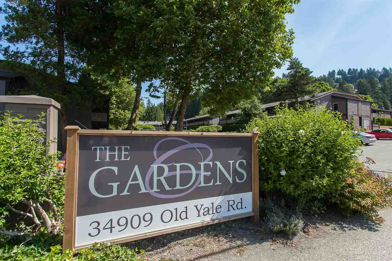 """Main Photo: 812 34909 OLD YALE Road in Abbotsford: Abbotsford East Townhouse for sale in """"The Gardens"""" : MLS®# R2189327"""