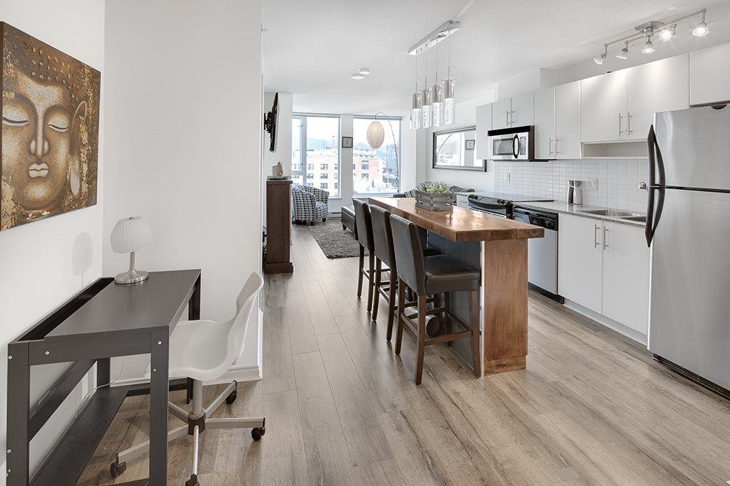 """Main Photo: 1006 550 TAYLOR Street in Vancouver: Downtown VW Condo for sale in """"Taylor"""" (Vancouver West)  : MLS®# R2207122"""