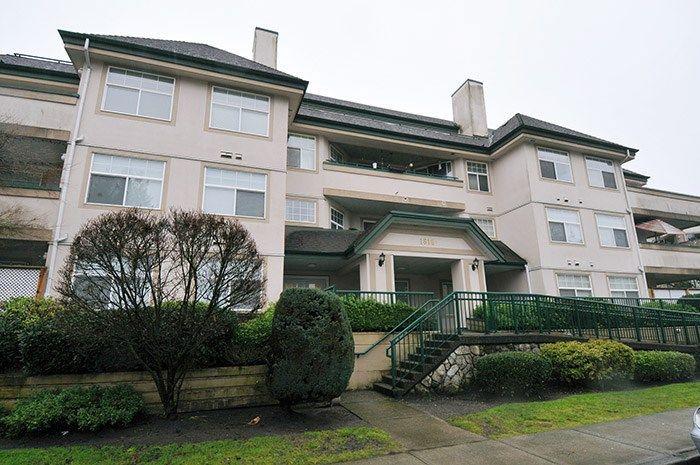 "Main Photo: 305 1618 GRANT Avenue in Port Coquitlam: Glenwood PQ Condo for sale in ""WEDGEWOOD MANOR"" : MLS®# R2231507"