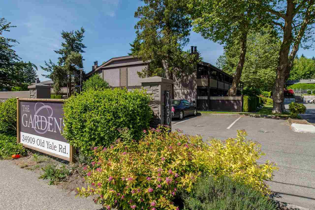 """Main Photo: 1311 34909 OLD YALE Road in Abbotsford: Abbotsford East Townhouse for sale in """"The Gardens"""" : MLS®# R2357800"""