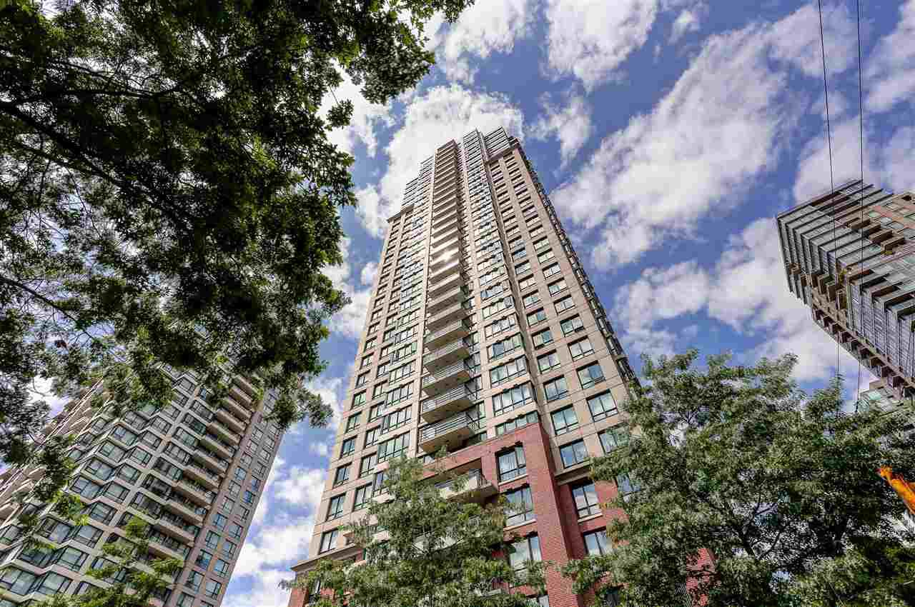 "Main Photo: 2010 909 MAINLAND Street in Vancouver: Yaletown Condo for sale in ""YALETOWN PARK 2"" (Vancouver West)  : MLS®# R2072486"