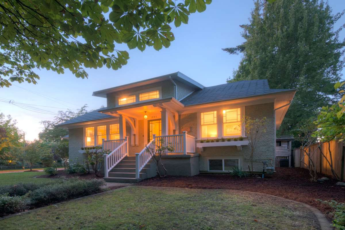 "Main Photo: 321 FIFTH Avenue in New Westminster: Queens Park House for sale in ""QUEENS PARK"" : MLS®# R2112175"