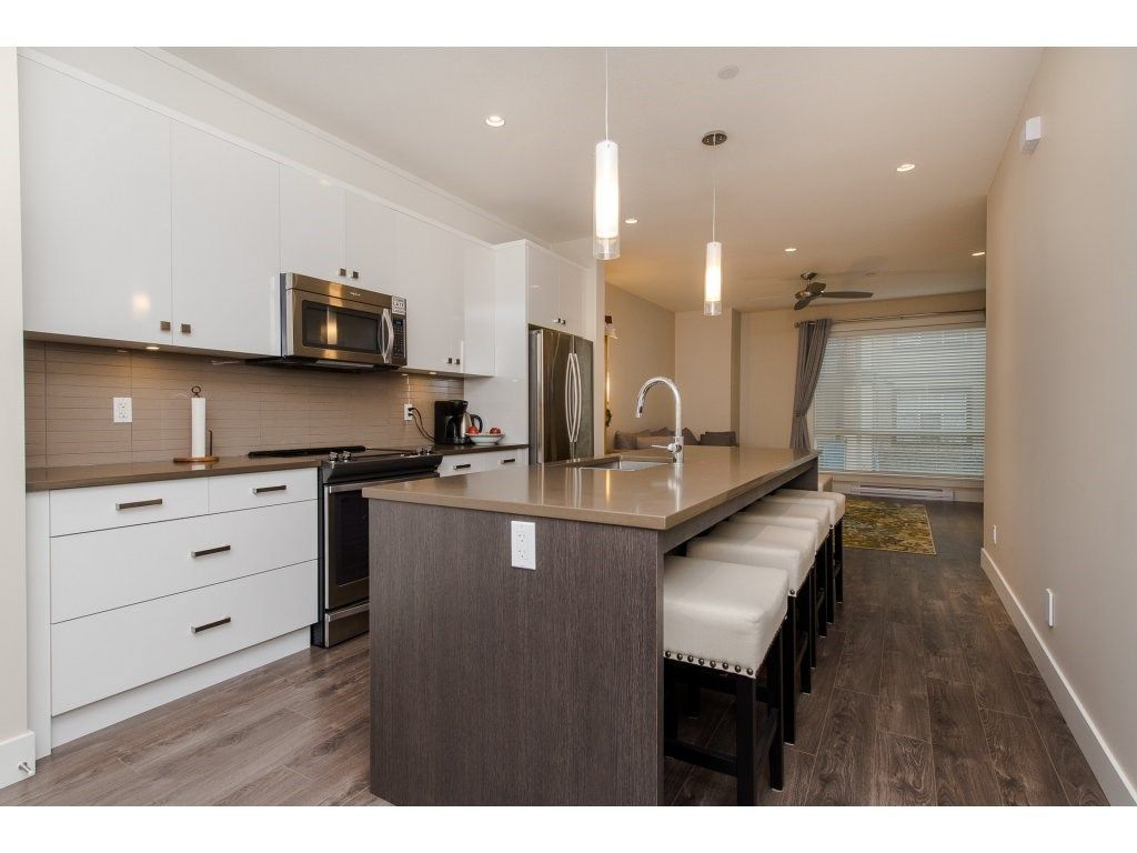 """Photo 3: Photos: 35 45615 TAMIHI Way in Sardis: Vedder S Watson-Promontory Townhouse for sale in """"EDGEMONT TOWNHOMES"""" : MLS®# R2243809"""