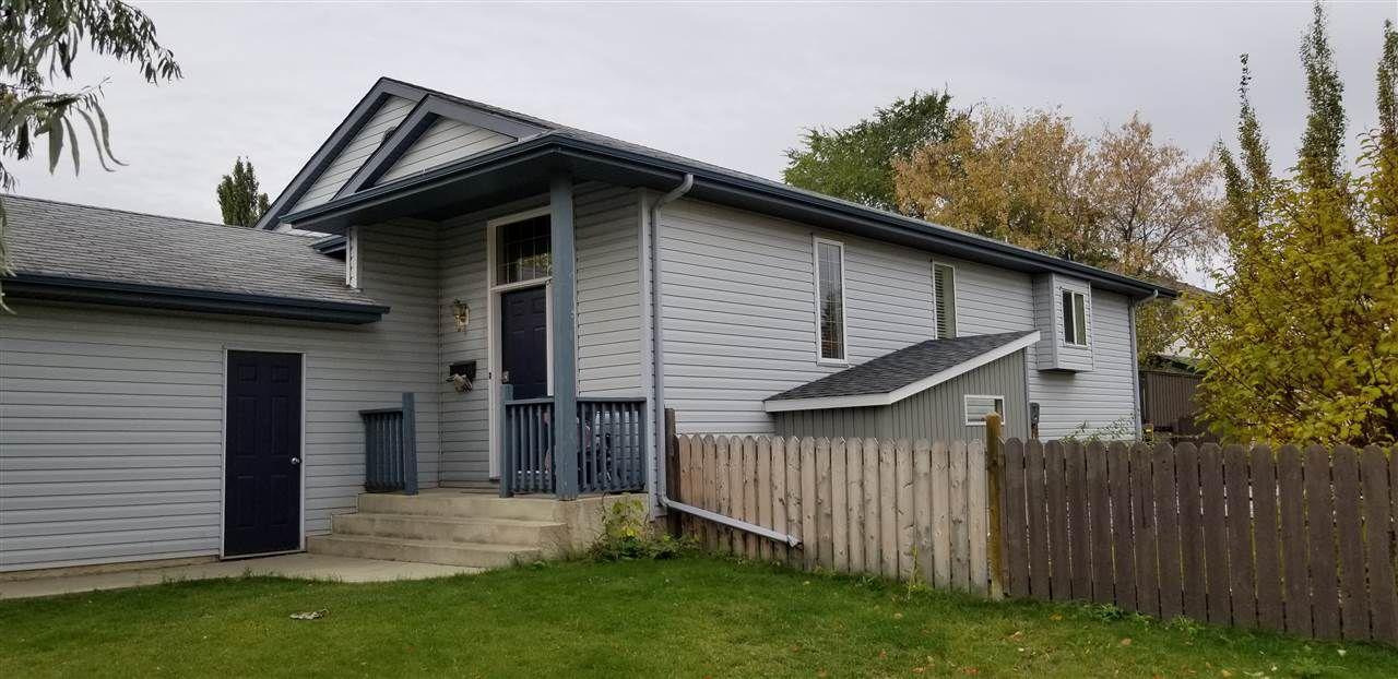 Main Photo: 34 OAKRIDGE Drive N: St. Albert House for sale : MLS®# E4159817