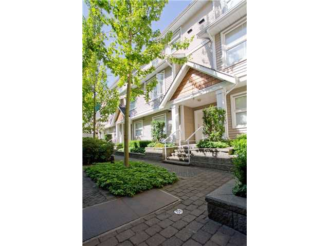 "Main Photo: 11 168 6TH Street in New Westminster: Uptown NW Townhouse for sale in ""ROYAL CITY TERRACE"" : MLS®# V906623"