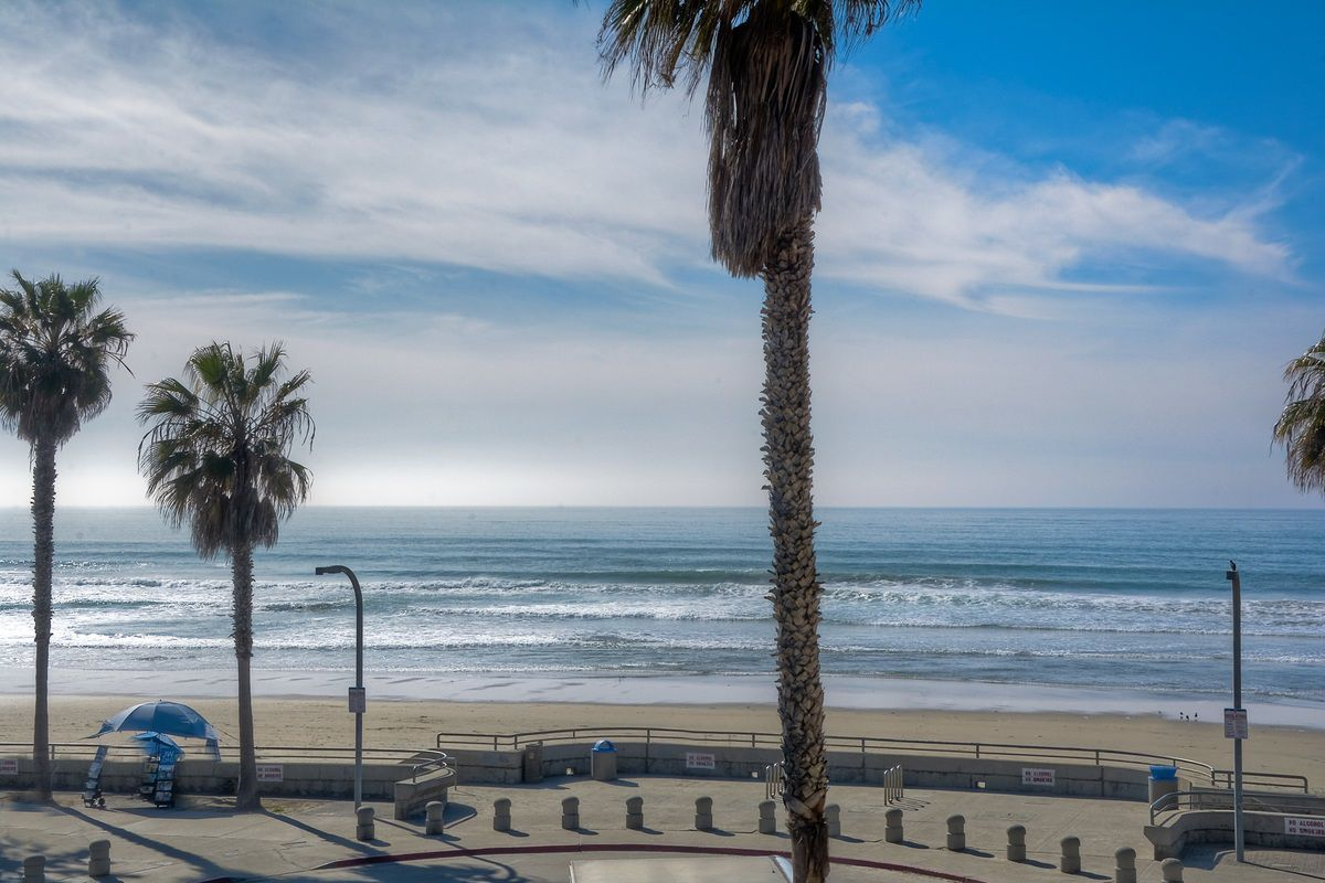 Photo 8: Photos: PACIFIC BEACH Condo for sale : 2 bedrooms : 4465 Ocean #34 in San Diego