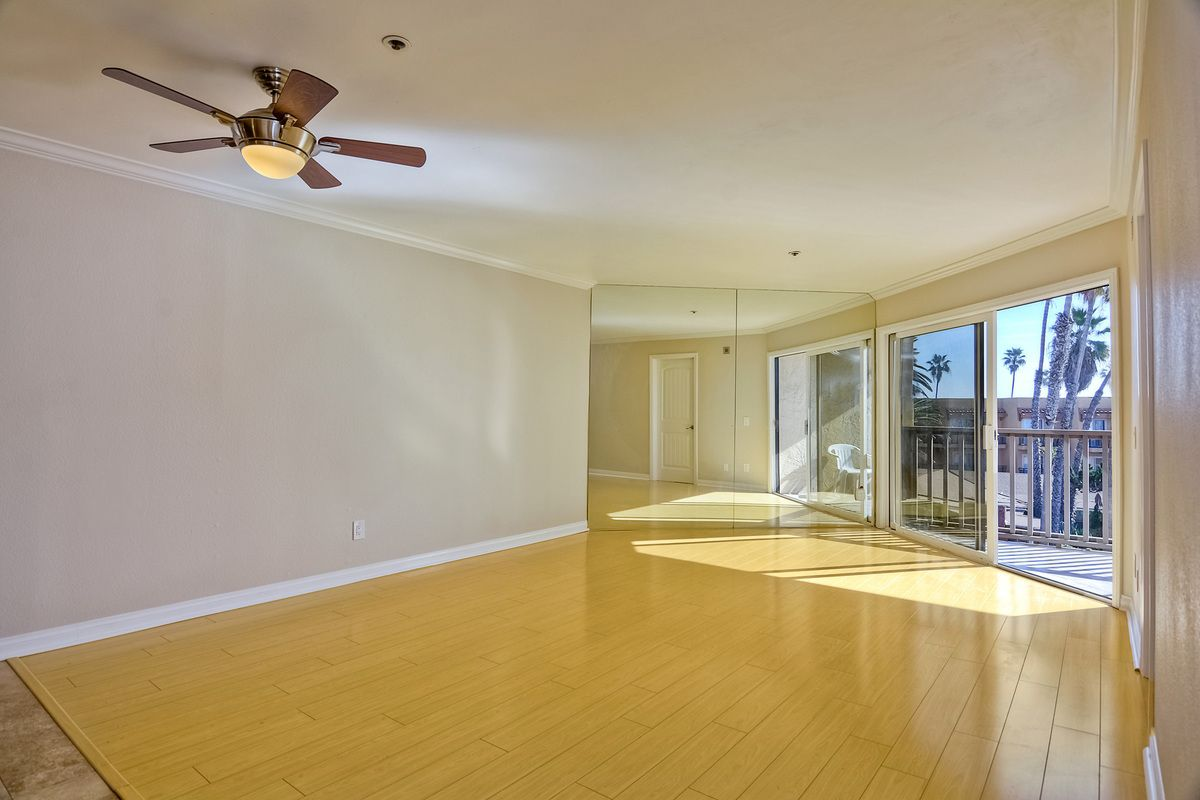 Photo 18: Photos: PACIFIC BEACH Condo for sale : 2 bedrooms : 4465 Ocean #34 in San Diego