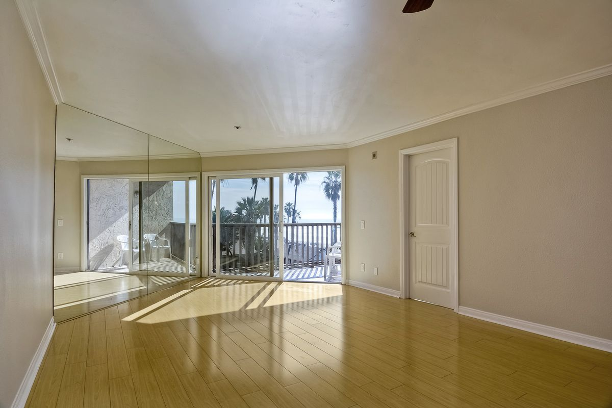 Photo 17: Photos: PACIFIC BEACH Condo for sale : 2 bedrooms : 4465 Ocean #34 in San Diego