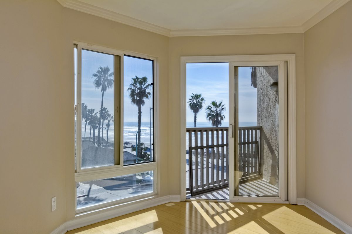Photo 19: Photos: PACIFIC BEACH Condo for sale : 2 bedrooms : 4465 Ocean #34 in San Diego