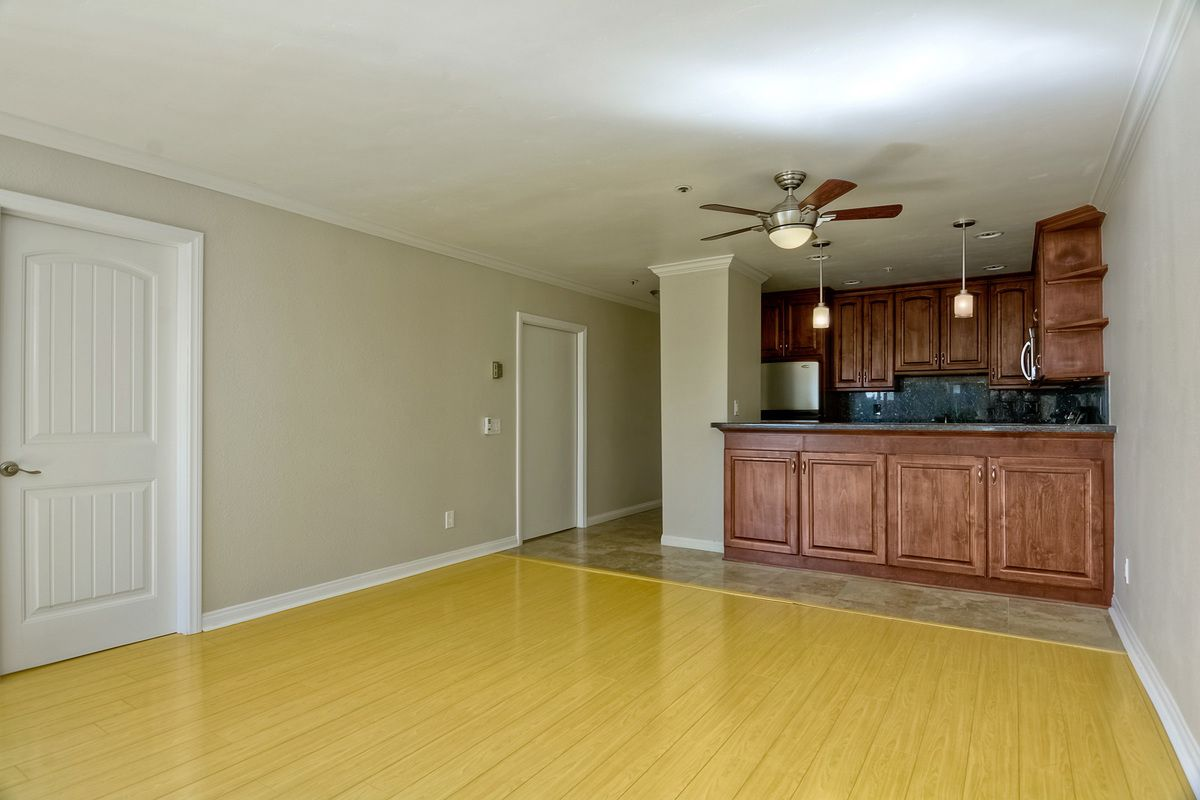 Photo 10: Photos: PACIFIC BEACH Condo for sale : 2 bedrooms : 4465 Ocean #34 in San Diego