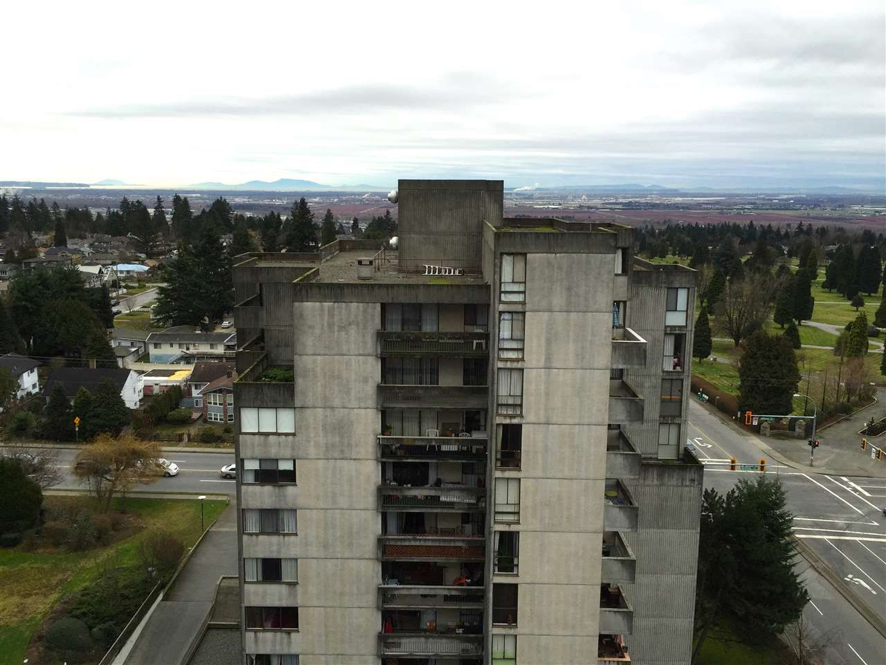 """Main Photo: 1406 6689 WILLINGDON Avenue in Burnaby: Metrotown Condo for sale in """"KENSINGTON HOUSE"""" (Burnaby South)  : MLS®# R2033366"""