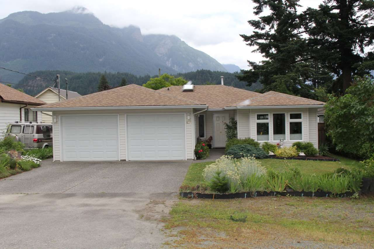 Main Photo: 429 3RD Avenue in Hope: Hope Center House for sale : MLS®# R2079175