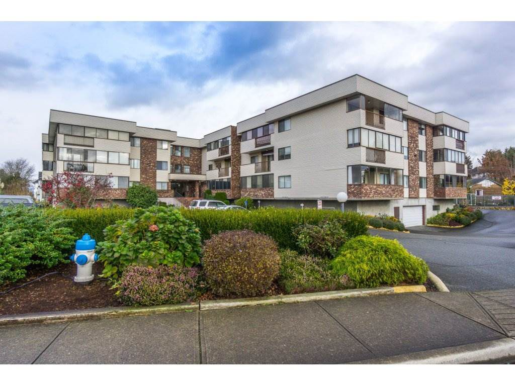 "Main Photo: 216 33369 OLD YALE Road in Abbotsford: Central Abbotsford Condo for sale in ""Monte Vista Villas"" : MLS®# R2124914"